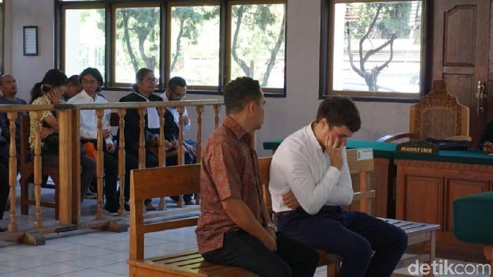 Warga negara (WN) Rusia Andrei Zhetkov (28) dituntut 6 bulan penjara karena menyelundupkan orang utan/Foto: Aditya Mardiastuti-detikcom