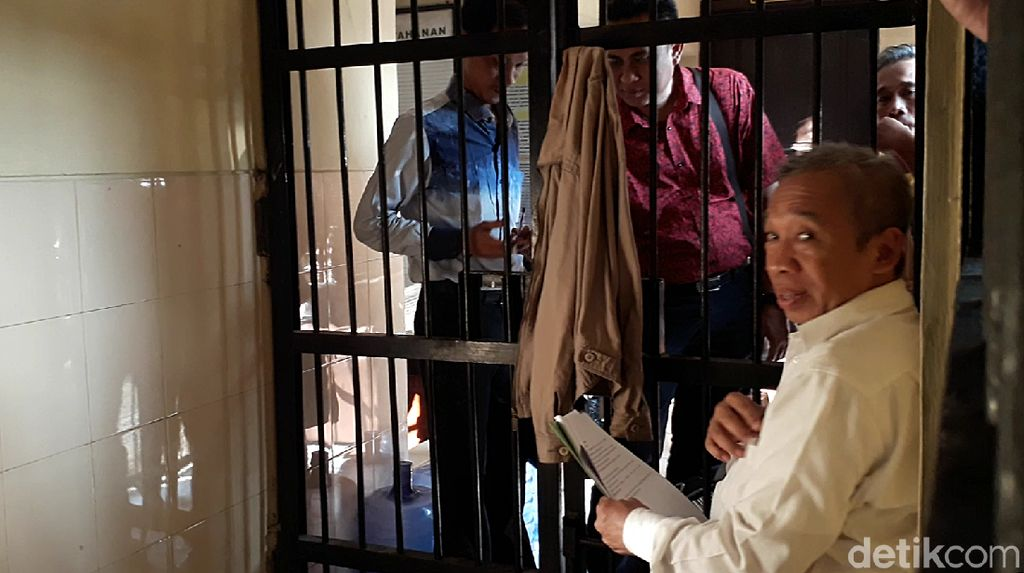 Polisi: Qomar Perintahkan Sopir Bikin Surat Lulus S2 dan S3 Palsu