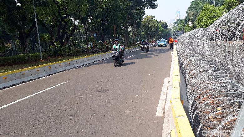 Sempat Ditutup, Jalan Medan Merdeka Barat di Depan MK Kembali Dibuka