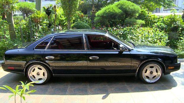 Sedan Nissan President koleksi Yusril Ihza Mahendra