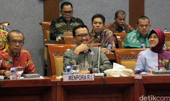 Menteri Pemuda dan Olahraga (Menpora) Imam Nahrawi menyambangi Kompleks Parlemen, Senayan, Jakarta, Selasa (25/6/2019).