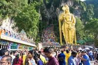 Tempat wisata Batu Caves mungkin jadi destinasi populer di Negeri Jiran. Sebagai kuil, tempat ini juga menjadi rumah bagi ritual penting Suku Tamil. (iStock)