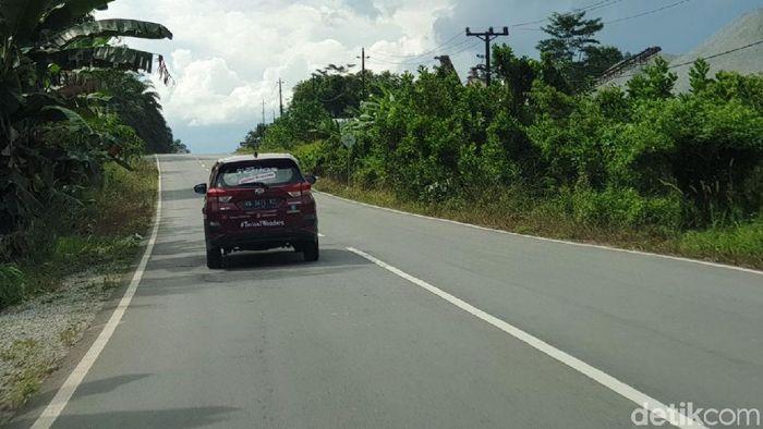 Mulusnya Jalan Aspal Menuju Perbatasan RI-Malaysia di Entikong/Foto: Luthfi Anshori