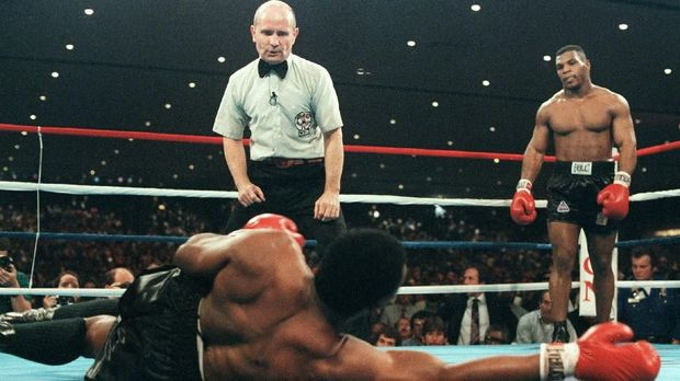 Mike Tyson salah satu petinju yang disegani di masanya.