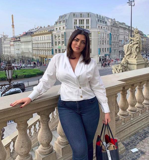 Irene juga menikmati keindahan arsitektur di Praha. (irenadrezi/Instagram)