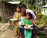 Pengirim Makanan Ini Beri Makanan yang Dibatalkan Pembeli untuk Anak Kelaparan