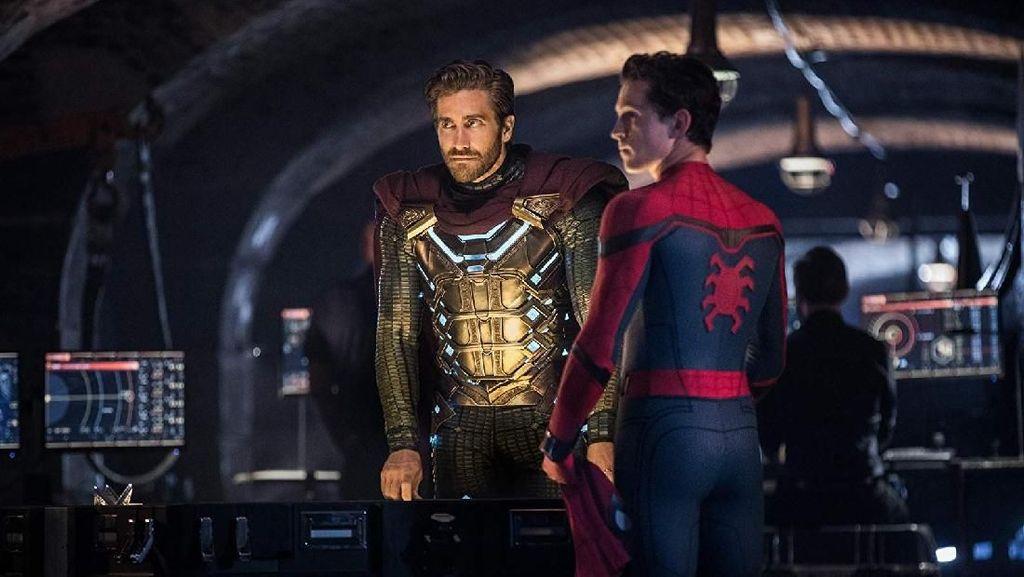 Perankan Mysterio, Jake Gyllenhaal Mengeluh Kostum Sempit