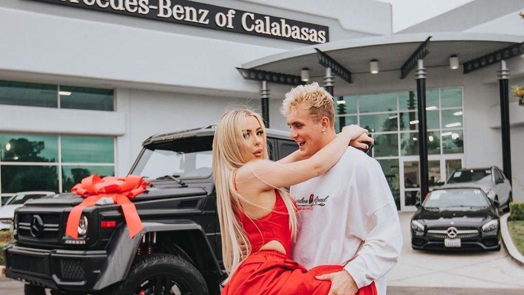 Fakta Tana Mongeau, Youtuber Cantik yang Pertunangannya Jadi Kontroversi