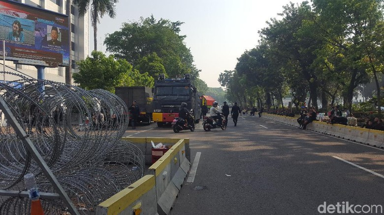 Ada Aksi di Patung Kuda, Polisi-TNI Berjaga di Sekitar MK