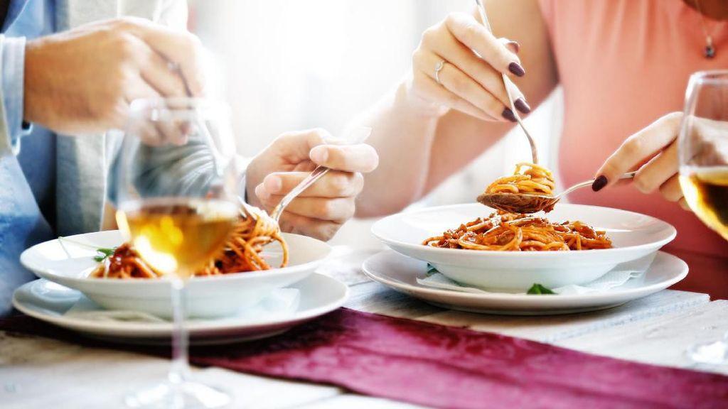 Ciri Restoran Pesugihan hingga Beli Mobil Mewah Hasil Jualan Ayam