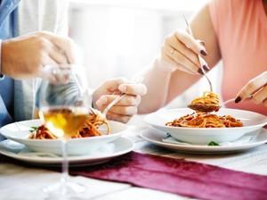 Netizen Ini Sebut Fungsi Makan Bareng Cowok untuk Bagikan Porsi Nasi