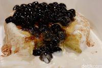 Mantul! Boba Cake Lembut dengan Boba Kenyal yang Manis Hangat