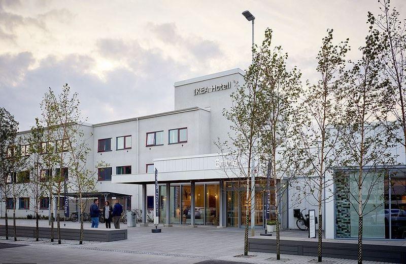 Inilah IKEA Hotell di Kota Almhult, Swedia. Di sinilah toko pertama IKEA dibangun. Selain hotel ini, juga ada Museum IKEA. (dok. IKEAHotell)