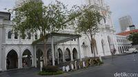 Menikmati Lezatnya Chilli Crab di Bangunan Begaya Gothic