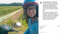 Bule Cewek Ini Touring Jelajah Indonesia Naik Skutik Sendirian