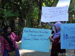 Anaknya Tak Diterima Sekolah, Sejumlah Ortu Siswa Demo SMPN di Jombang