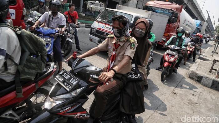 Polusi udara di DKI Jakarta dikategorikan tidak sehat belakangan ini (Foto: Pradita Utama)