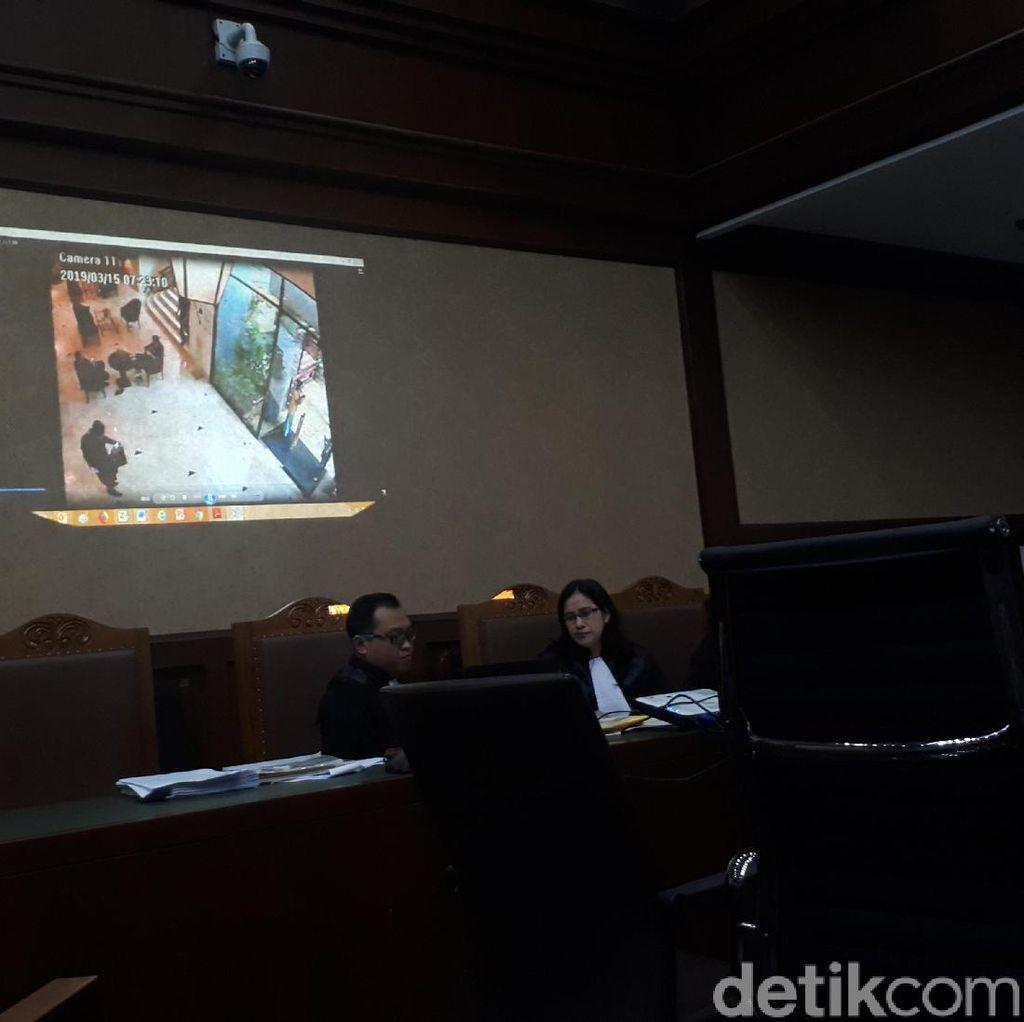 Jaksa Putar CCTV Saat Romahurmuziy Terjerat OTT KPK di Hotel Surabaya