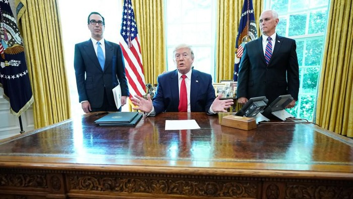 US President Donald Trump speaks with US Vice President Mike Pence(R) and US Secretary of Treasury Steven Mnuchin after signing at the White House on June 24, 2019, hard-hitting sanctions on Irans supreme leader. - The US sanctions slapped Monday on Irans supreme leader Ayatollah Ali Khamenei and other officials will block literally billions in Iranian assets, US Treasury Secretary Steven Mnuchin said. The sanctions, which US President Donald Trump signed in an Oval Office appearance with Mnuchin, target eight top military commanders as well as Khamenei. (Photo by MANDEL NGAN / AFP)