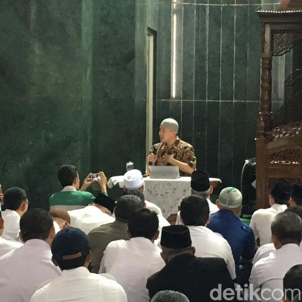 Dibilang Batal, Begini Suasana Ceramah Felix Siauw di Masjid Pemprov DKI