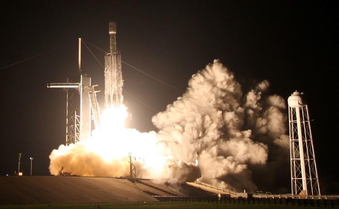 Peluncuran terbaru Falcon Heavy. Foto: Reuters