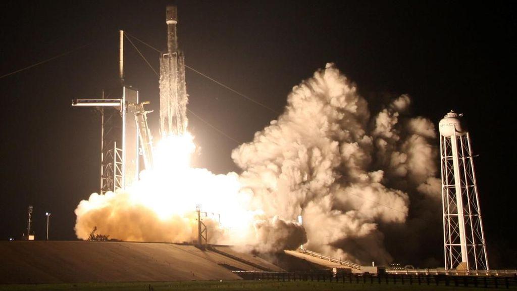 Roket Terkuat Dunia Sukses Terbangkan 24 Satelit