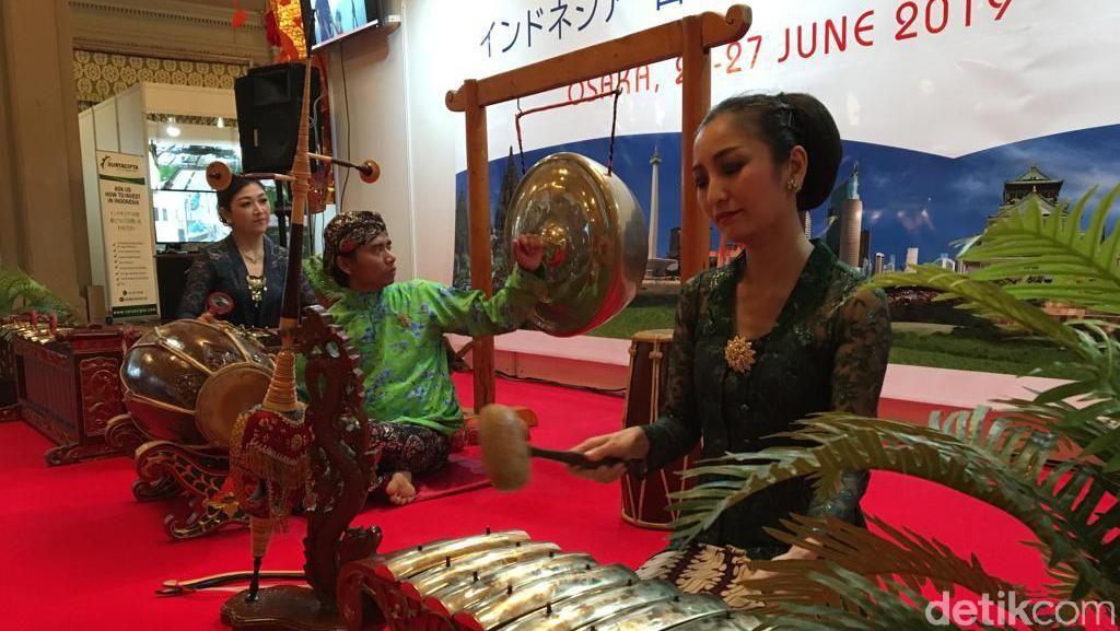 Suami Istri Lintas Negara Main Gamelan di Forum Bisnis RI-Jepang
