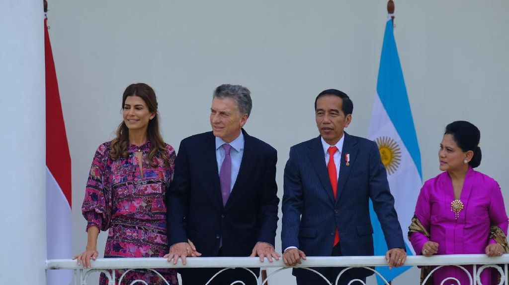 Jokowi Tawarkan Pesawat dan Kereta Made in RI ke Presiden Argentina