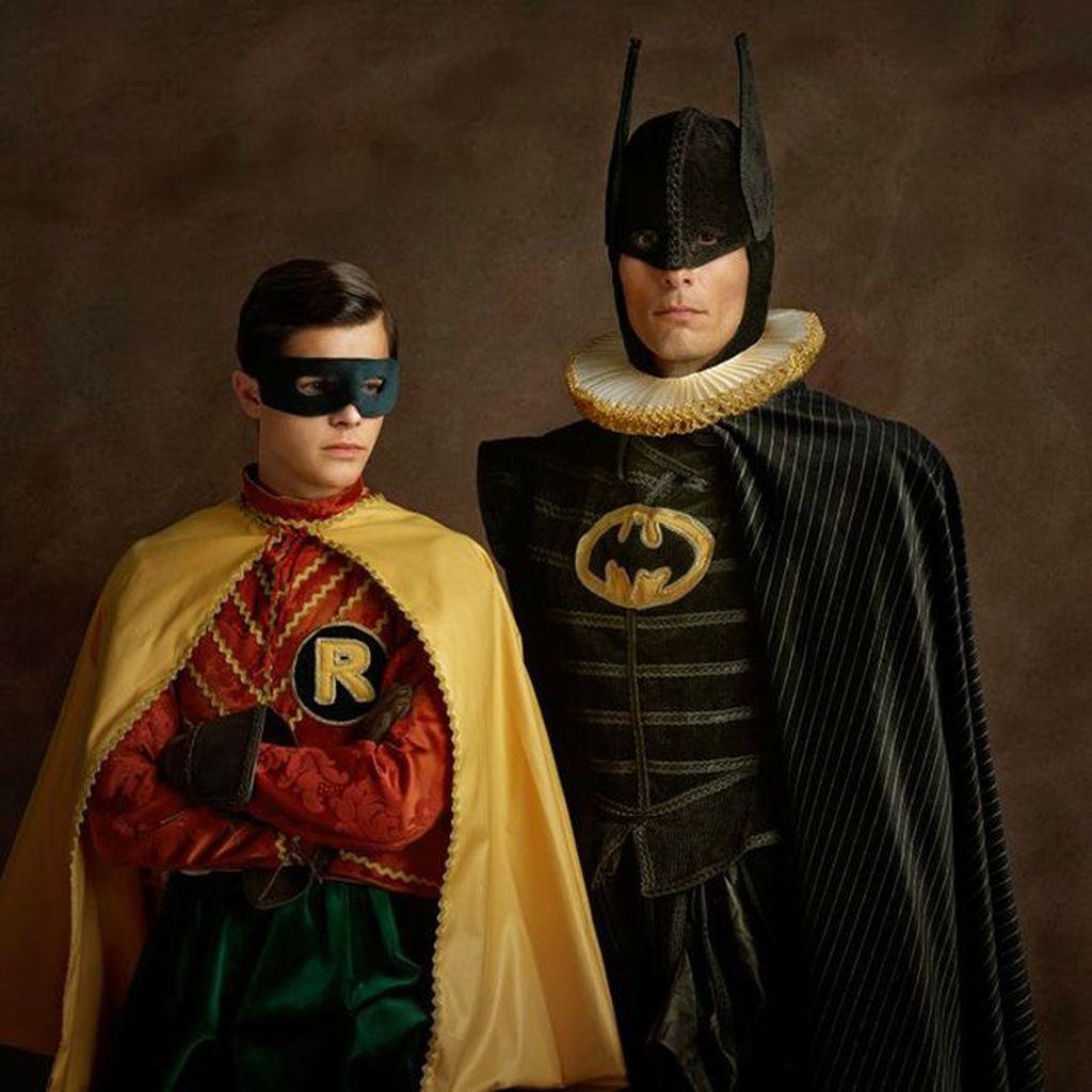 Adalah Sacha Golberger, fotografer ini coba menggambarkan superhero bila hidup di era pertengahan. Foto: Sacha Goldberger