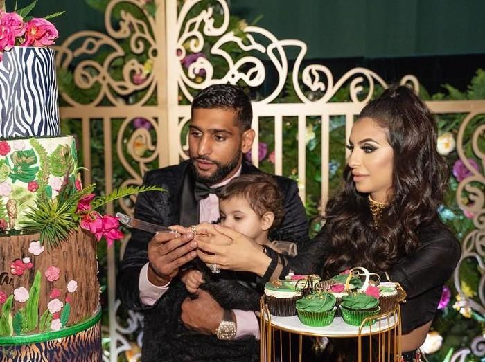 Petinju Amir Khan gelar pesta mewah untuk merayakan ulang tahun pertama anak keduanya. (Foto: Instagram/@amirkingkhan)