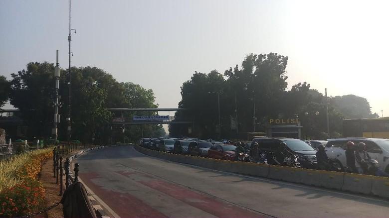 Jalan Medan Merdeka Barat Ditutup Satu Arah Pagi Ini
