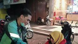 Sabar Banget! Driver Ojol Ini Berbagi Pizza yang Dibatalkan Konsumen