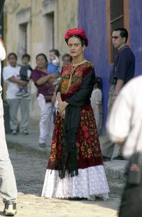 Aktris Salma Hayek sebagai Frida Kahlo di film 'Frida' (2002).