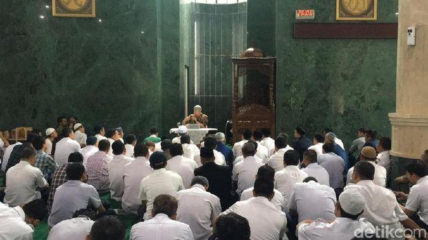 Sempat Dibilang Batal, Begini Suasana Ceramah Felix Siauw di Masjid Pemprov DKI