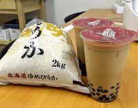 Bosan Nasi Putih? Coba Masak Nasi Pakai Milk Tea dan Boba