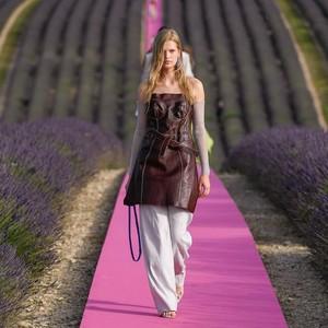 Fashion Show Physical Distancing Pertama Akan Segera Digelar