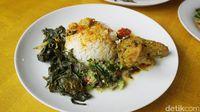 Kadai Mak Ciak: Lamaknyo! Ayam Singgang dan Tongkol Balado yang Pedas Menyengat