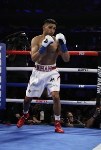 Amir Khan dalam sebuah duel tinju di New York City, AS, pada April 2019.