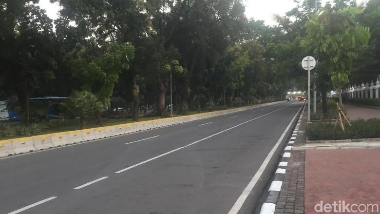 Aksi Kawal MK Bubar, Jalur Medan Merdeka Barat ke Harmoni Masih Ditutup