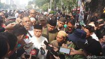 Terus Demo di MK, Eks Penasihat KPK Ngaku Tak Kenal Prabowo-Sandi