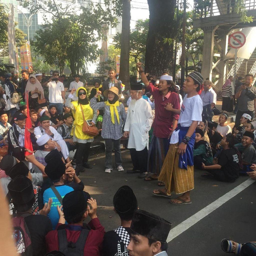Potret Massa Aksi Kawal MK Mulai Kumpul di Patung Kuda