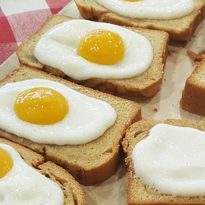 Sekilas seperti roti panggang dan telur goreng, namun Churchill sebenarnya membuat dessert yang terdiri dari vanilla cake, krim, dan mangga. Wah, kuning telurnya malah manis segar nih! Foto: Istimewa
