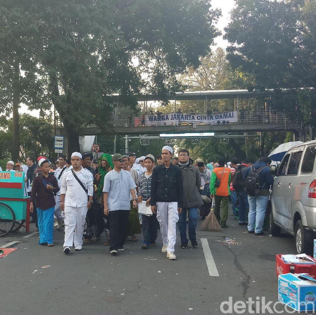 Massa Aksi Kawal MK Mulai Bubarkan Diri dengan Tertib