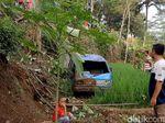 Warga Nyaris Tertimpa Minibus yang Masuk Jurang di Tasikmalaya
