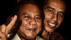 Cilukba! Jokowi dan Prabowo Pose Berdua di Foto Agan Harahap