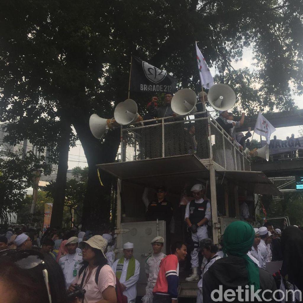 Mobil Komando Aksi Kawal MK Merapat ke Medan Merdeka Barat