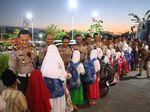 Gembiranya 73 Anak Yatim di Gresik, Diajak Nobar dan Belanja oleh Polisi