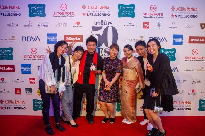 Di The Worlds 50 Best Restaurant yang berlangsung di Marina Bay Sands (MBS) Expo & Convention Center pada Selasa para tamu berfoto di red carpet. Foto: The Worlds 50 Best Restaurants