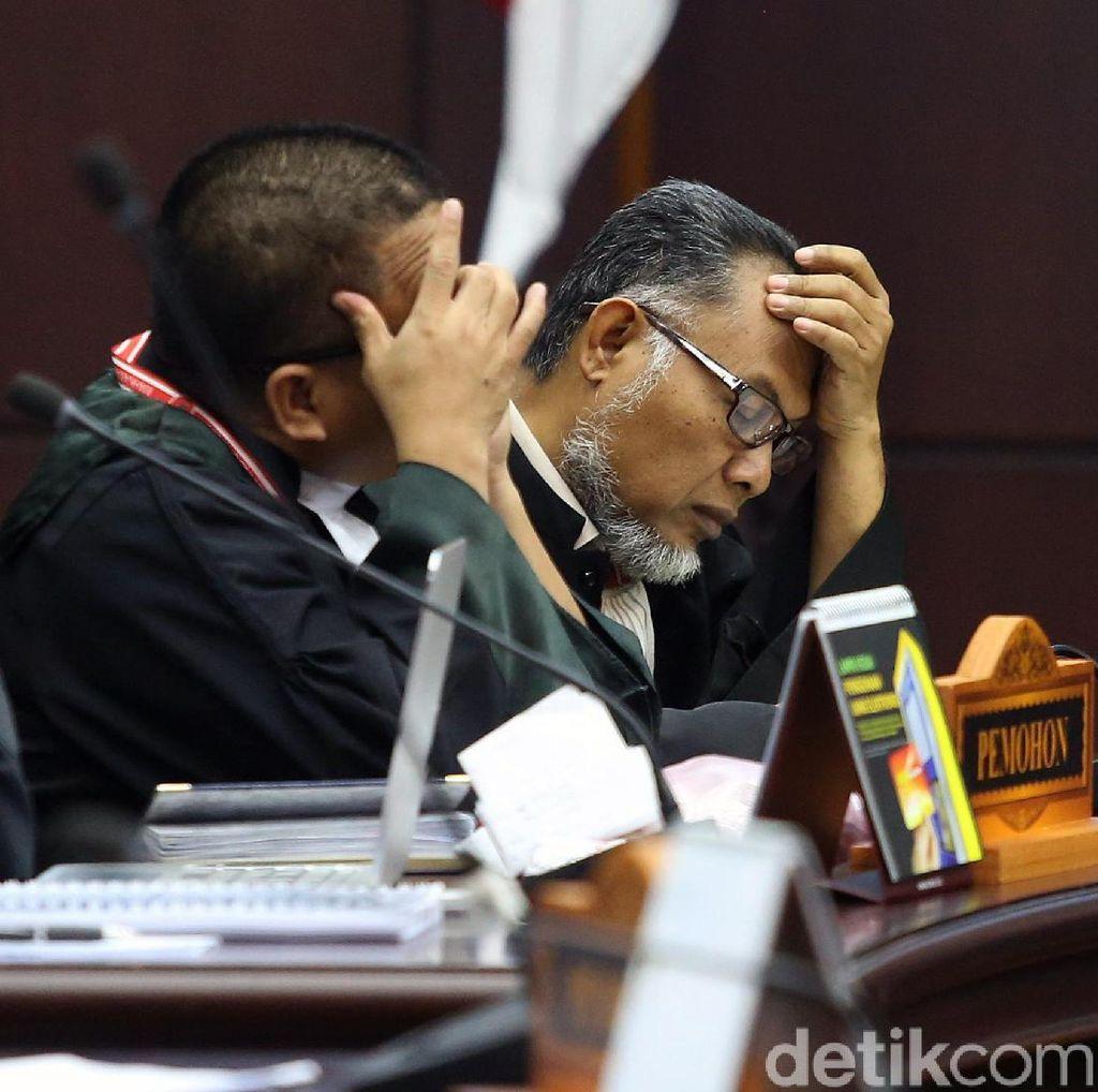 Begini Ekspresi Tim Hukum 02 Saat Dengarkan Putusan Hakim MK