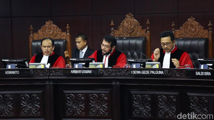 Mahkamah Konstitusi (MK) menolak seluruh permohonan gugatan hasil Pilpres 2019 yang diajukan Prabowo Subianto-Sandiaga Uno, Kamis (27/6/2019). Dengan putusan ini, pasangan Jokowi-Maruf Amin tetap memenangi Pilpres 2019